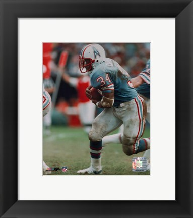 Framed Earl Campbell - Running with ball Print