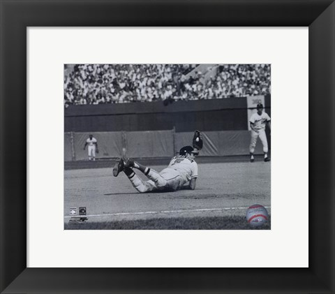 Framed Brooks Robinson - Diving catch, sepia Print