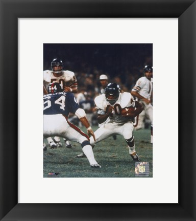 Framed Gale Sayers - Action with ball Print