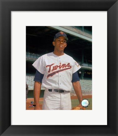 Framed Tony Oliva pose Print