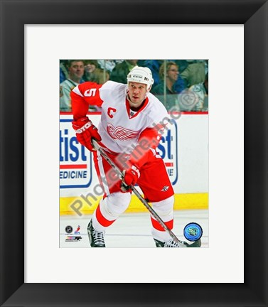 Framed Nicklas Lidstrom 2007-08 Away Action Print