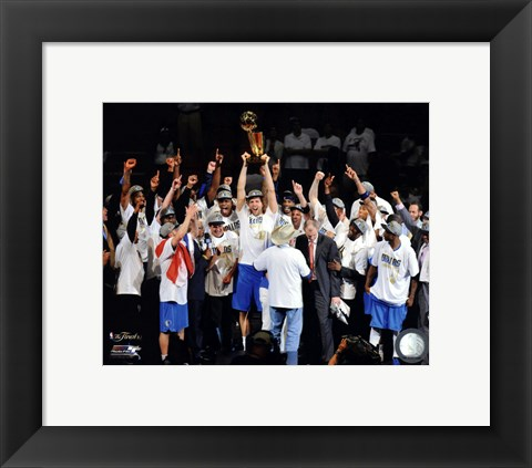 Framed Dallas Mavericks Celebrate Winning the Game 6 of the 2011 NBA Finals Print