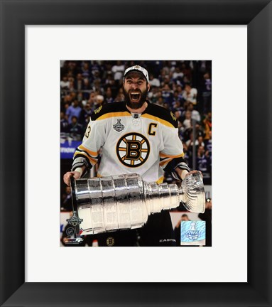 Framed Zdeno Chara with the Stanley Cup  Game 7 of the 2011 NHL Stanley Cup Finals(#42) Print