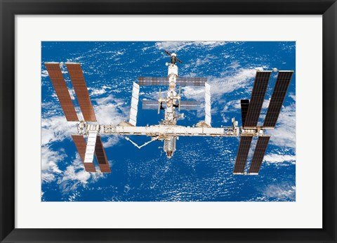 Framed International Space Station moves away from Space Shuttle Endeavour Print