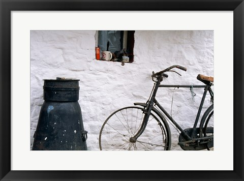 Framed Bicycle leaning against a wall, Boyne Valley, Ireland Print