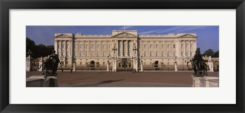 Framed View Of The Buckingham Palace, London, England, United Kingdom Print