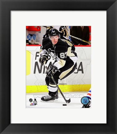 Framed Sidney Crosby Hockey Passing Action Print