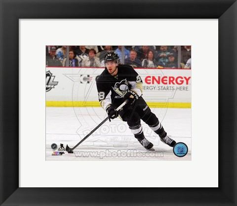 Framed Kris Letang 2013-14 on ice Print