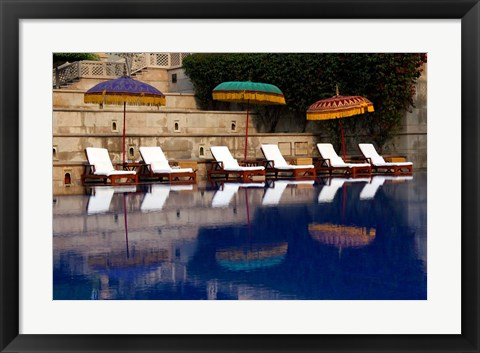 Framed Outdoor swimming pool at Oberoi Amarvilas hotel, Agra, India Print