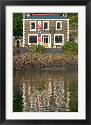 Framed Careys Bay Hotel, Careys Bay, Port Chalmers, Dunedin, New Zealand Print