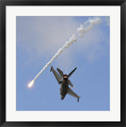 Framed F-16AM Fighting Falcon spitting Flare Print