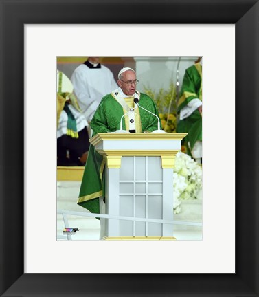 Framed Pope Francis celebrates an open-air mass at the Benjamin Franklin Parkway in Philadelphia, Pennsylvania, on September 27, 2015 Print