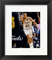 Framed Tim Duncan - 2007 Finals  / Game 1 Pointing (#3)