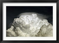Framed Cumulus Congestus cloud with Pileus