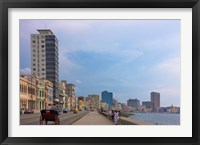 Framed Malecon street along the waterfront, Havana, UNESCO World Heritage site, Cuba