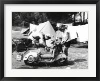 Framed Jeune Couple en Camping, 1960