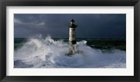 Framed Phare d' Ar-Men lors d' une Tempete