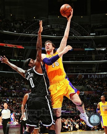Framed Pau Gasol 2012-13 Action Print