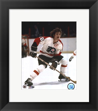 Framed Bobby Clarke one hand on stick Print