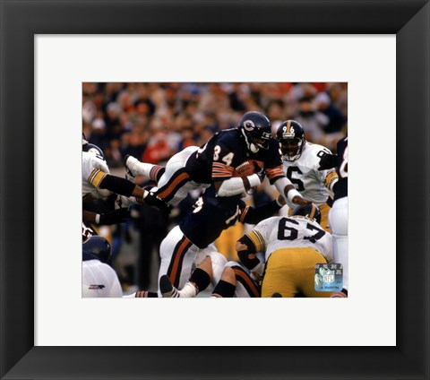 Framed Walter Payton - Action, airbound Print