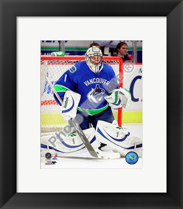 Framed Roberto Luongo 2009-10 Action Print