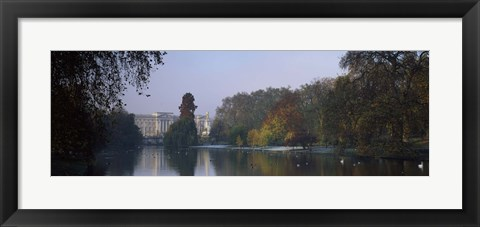 Framed Buckingham Palace, City Of Westminster, London, England Print