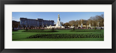 Framed Queen Victoria Memorial at Buckingham Palace, London, England Print