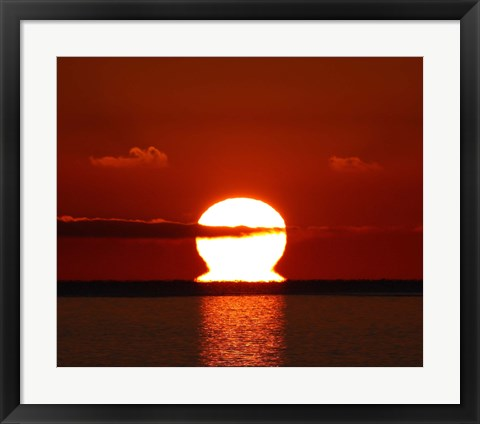 Framed omega-shaped sunrise above the water in Buenos Aires, Argentina Print