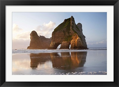 Framed Rock Formation, Archway Island, South Island, New Zealand (horizontal) Print