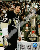 Framed Sidney Crosby with the 2007-08 Prince of Wales Trophy