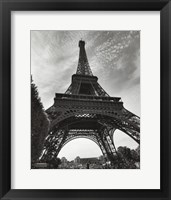 La Tour Eiffel, Paris - under Framed Print