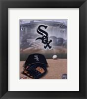 Framed Chicago White Sox - '05 Logo / Cap and Glove