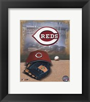 Framed Cincinnati Reds - '05 Logo / Cap and Glove