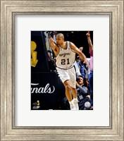 Framed Tim Duncan - 2007 Finals  / Game 1 Pointing (#3)