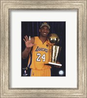 Framed Kobe Bryant - 2010 NBA Finals Game 7 - Championship Trophy/5 Fingers in Studio(#27)