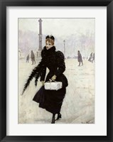 Framed Parisian woman in the Place de la Concorde
