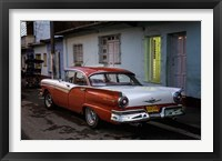 Framed 1950's era Ford Fairlane and colorful buildings, Trinidad, Cuba