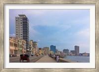 Framed Malecon street along the waterfront, Havana, UNESCO World Heritage site, Cuba